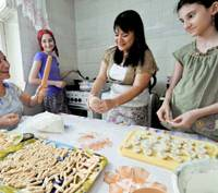 Woman works to help Chechens