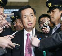 Unrepentant: Former Air Self-Defense Force chief Gen. Toshio Tamogami speaks to reporters after he testified at the Upper House on Nov. 11. | KYODO PHOTO
