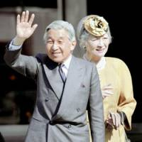Regal gesture: Emperor Akihito and Empress Michiko wave to a crowd of well-wishers at Kintetsu Nara Station in Nara Prefecture on Oct. 30. | KYODO PHOTO