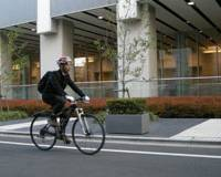 Work and play: Keizo Namiki, a 35-year-old software engineer, commutes to work by bicycle on Dec. 6 in Ikebukuro, Tokyo. The 13-km journey takes him about 45 minutes. | KYODO PHOTO