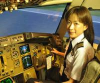 First officer: Madoka Tachikawa, a copilot with Japan Airlines, takes the controls in a Boeing 767 simulator. | KYODO PHOTO