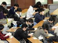 Show time: University hopefuls prepare to take unified college entrance exams Saturday in a classroom on the University of Tokyo's Hongo campus. | KYODO PHOTO