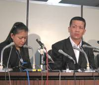 Shown the door: Arlan Calderon and his wife, Sarah, speak at a news conference Friday in Tokyo after the Tokyo Regional Immigration Bureau ordered them to decide by March 9 whether to leave Japan with or without their 13-year-old Japan-born daughter. | NATSUKO FUKUE