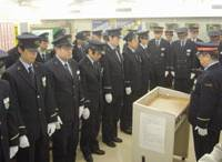 In remembrance: Tokyo Metro Co. employees pray for the victims of the March 20, 1995, nerve gas attacks on the Tokyo subway system during a ceremony Friday at the Kasumigaseki subway station. | KYODO PHOTO