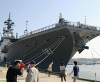 Floating heliport: The new Maritime Self-Defense Force destroyer Hyuga is shown to the public at Yokosuka naval base in Kanagawa Prefecture on Saturday.   KYODO PHOTO
