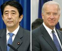Shared goal: Former Prime Minister Shinzo Abe (left) and U.S. Vice President Joe Biden agree Wednesday in Washington that Japan and the United States should join forces on eliminating nuclear weapons. | KYODO PHOTO