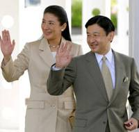 Out of Tokyo: Crown Princess Masako and Crown Prince Naruhito wave to well-wishers Sunday at a zoo in Yokohama. | KYODO PHOTO