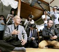 Devoted husband: Kenji Hayashi, husband of convicted murderer Masumi Hayashi, speaks to the media at his Wakayama apartment Tuesday after the Supreme Court finalized his wife's death sentence over the July 1998 fatal curry poisonings. | KYODO PHOTO