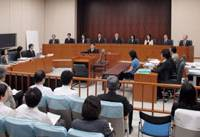 Dry run: Six lay judges and three professional judges sit together on the bench in a mock trial at the Tokyo District Court in June 2007. | YOSHIAKI MIURA PHOTO