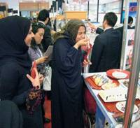 Taste test: Women sample sushi at a recent Japanese food fair in Dubai. | KYODO PHOTO