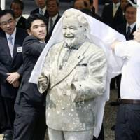 Chicken of the sea?: A cleaned-up statue of Colonel Sanders, once dumped into the Dotonbori canal, is unveiled Thursday at Osaka's Sumiyoshi Taisha Shrine for presentation at a religious ceremony. | KYODO PHOTO