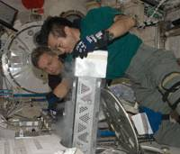 Which end up?: Koichi Wakata works with Canadian Robert Thrisk in the Kibo module on the International Space Station in early June. | JAPAN AEROSPACE EXPLORATION AGENCY