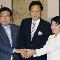 The easy part: Democratic Party of Japan President Yukio Hatoyama is flanked by Kokumin Shinto leader Shizuka Kamei and Social Democratic Party Chairwoman Mizuho Fukushima at the Diet after they struck a deal to form a ruling coalition when the DPJ-led government debuts next Wednesday. | KYODO PHOTO