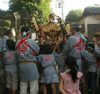 Helping hands: Children carry a 'mikoshi' portable shrine during an autumn festival organized by the neighborhood association in Meguro Ward, Tokyo, on Sept. 6. | SAYURI DAIMON PHOTO
