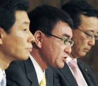 Facing off: (From left) Yasutoshi Nishimura, Taro Kono and Sadakazu Tanigaki — the three candidates running for Liberal Democratic Party president — face reporters during a debate at the Japan National Press Club on Saturday. | KYODO PHOTO