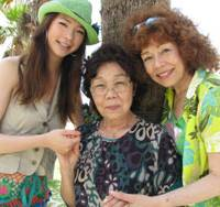 Sending a signal: (Left to right) Miss World Japan Elza Sasaki, grandmother Chiyoko Inafuku and mother Tammy Sasaki pose for a photo in Chatan, Okinawa Prefecture, on Aug. 12. A photo taken around 1950 shows a portrait of U.S. Air Force technical sergeant Tom Snell, Elza's purported grandfather. | KYODO PHOTO