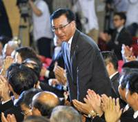 At last: Former Finance Minister Sadakazu Tanigaki bows in gratitude Monday at Liberal Democratic Party headquarters in Tokyo after being elected new president of the humbled former ruling party.   KYODO PHOTO