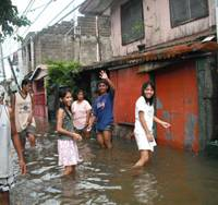 Charity keeps Manila kids afloat