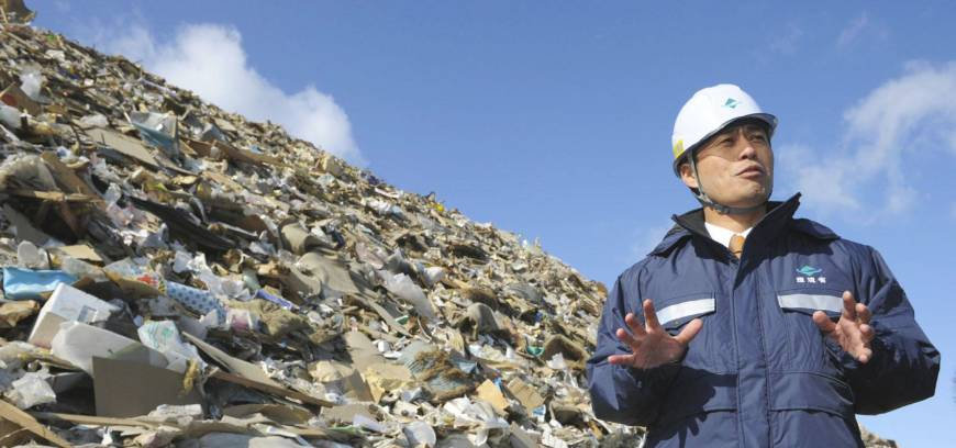 Hosono urges towns to aid disposal effort