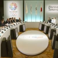 Get the ball rolling: International Olympic Committee evaluation commission members (left) and Japanese representatives, including Prime Minister Shinzo Abe (third from the podium) and Tokyo Gov. Naoki Inose (fifth from podium), meet at a Tokyo hotel Monday morning.   KYODO