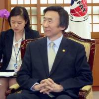 South's foreign minister tells Abe to square up to past