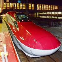 Speedmobile: The new E6 series Super Komachi bullet train, with a top speed of 300 kph, arrives at Akita Station after debuting Saturday on the Akita Shinkansen Line. | KYODO