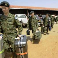 On the ground: An advance team of Ground Self-Defense Force personnel arrives in the South Sudan capital of Juba on Sunday to prepare for a GSDF mission as part of a U.N. peacekeeping operation.   KYODO