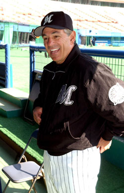 Bobby Valentine became the first foreign-born manager to win the Japan Series when his Chiba Lotte Marines beat the Hanshin Tigers in 2005. | SATOKO KAWASAKI PHOTO