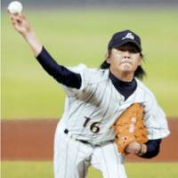 Right-handed pitcher Hideaki Wakui of the Seibu Lions fires a pitch against the Philippines in Japan's first game at the final round of the Beijing Olympic qualifiers in Taichung, Taiwan, on Saturday night. Japan won 10-0 in a called game. | KYODO PHOTO