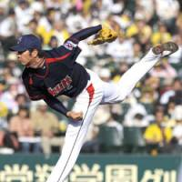 League lead: Yakult starter Masanori Ishikawa delivers a pitch against Hanshin en route to his Central League-high fifth win on Tuesday at Koshien Stadium. The Swallows won 4-1. | KYODO PHOTO