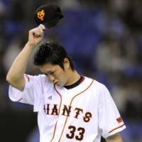 Reluctant exit: Giants starter Takahiko Nomaguchi leaves the mound after giving up five runs in five innings against Hiroshima at Tokyo Dome on Friday. The Carp routed Yomiuri 7-1.   KYODO PHOTO