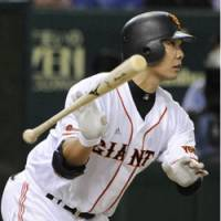 Capping the slugfest: Yomiuri Giants catcher Shinnosuke Abe hits his second home run of the day — a solo shot — for the winning run in the eighth inning at Tokyo Dome on Saturday. The Giants beat the Swallows 9-8 in a game that featured seven home runs. | KYODO PHOTO