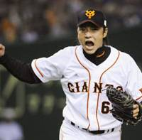 Saving grace: Yomiuri Giants reliever Daisuke Ochi celebrates after retiring PL home run leader Takeya Nakamura during the ninth inning of the Giants' 3-2 victory over the Seibu Lions in Game 2 of the Japan Series on Sunday. | KYODO PHOTO
