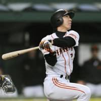 Over the fence: Yomiuri Giants third baseman Michihiro Ogasawara hits a solo homer in the eighth inning of Game 3 of the Japan Series against the Seibu Lions at Seibu Dome on Tuesday. The Giants won 6-4.   KYODO PHOTO