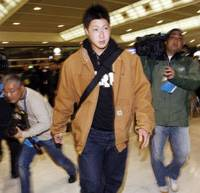 American dream: Amateur pitcher Junichi Tazawa leaves Narita airport en route to the United States on Monday.   KYODO PHOTO