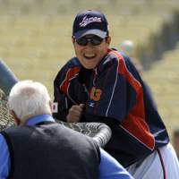 Talking shop: Manager Tatsunori Hara talks with former Dodgers skipper Tommy Lasorda during Japan's workout at the World Baseball Classic on Friday in Los Angeles. | AP PHOTO