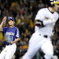 Look back in anger: Chunichi's Takuya Asao watches as Hanshin's Takashi Toritani scores the tiebreaking run in the seventh inning of the Tigers' 4-3 win on Thursday. | KYODO PHOTO