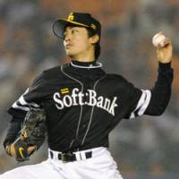 Deceptive delivery: Softbank southpaw Tsuyoshi Wada gives up just four hits and a run over seven innings against the Marines on Friday at Chiba Marine Stadium. | KYODO PHOTO