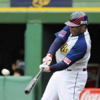 In the groove: Orix's Tuffy Rhodes, who recently hit his 450th career home run in Japan, has been tearing up Pacific League pitching during the first month of the season. | KYODO PHOTO