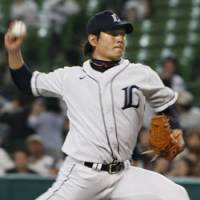 Going the distance: Lions starter Hideaki Wakui earns his sixth victory by tossing a complete game against the Tokyo Yakult Swallows at Seibu Dome on Wednesday. | KYODO PHOTO