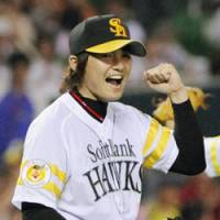 Solid on the hill: Softbank's Toshiya Sugiuchi helped lead the Hawks to this season's interleague title. | KYODO PHOTO