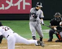 Come-from-behind blast: Takashi Toritani belts a two-run homer off Yomiuri reliever Daisuke Ochi to put the Tigers ahead with one out in the ninth inning at Tokyo Dome on Friday. Hanshin defeated the Central League-leading Giants 5-1. | KYODO PHOTO