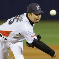 Strong effort: Yakult ace Shohei Tateyama holds the Tigers to five hits in the Swallows' 5-0 win on Thursday.   KYODO PHOTO