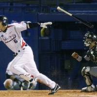 Timely hit: Shinya Miyamoto drives in an insurance run in the seventh inning of the Swallows' 3-1 win over the Tigers on Friday at Jingu Stadium.   KYODO PHOTO