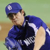 Tough outing: Dragons southpaw Chen Wei-yin struggles in 3 1/3 innings against the Giants on Thursday in Game 2 of the Central League Climax Series second stage. Chen allowed five runs on nine hits in Chunichi's 6-4 loss. | KYODO PHOTO