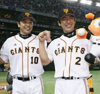 Sharing the spoils: Yomiuri Giants catcher Shinnosuke Abe (left) and third baseman Michihiro Ogasawara celebrate during a post-game interview after Tuesday's victory.   KYODO PHOTO