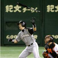 Short-lived: The Fighters' Shinji Takahashi hits a solo home run in the top of the ninth inning to give Hokkaido Nippon Ham a 2-1 lead against the Yomiuri Giants at Tokyo Dome on Wednesday night. | KYODO PHOTO