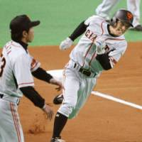 There for the taking: Tetsuya Matsumoto races all the way from first base to home plate in the sixth inning of Game 6 of the Japan Series on Saturday. | KYODO PHOTO
