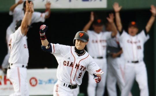 One giant leap: Yoshiyuki Kamei has improved in each of the past three seasons with the Yomiuri Giants. The outfielder will hope the trend continues in 2010. | KYODO PHOTO