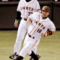 Clutch hit: Giants star Shinnosuke Abe reaches base after hitting a tiebreaking two-run single in the fifth inning on Friday night at Tokyo Dome. Yomiuri beat Tokyo Yakult 4-1.